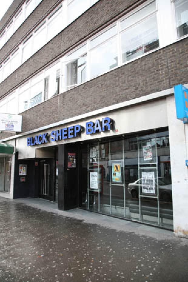 Website slams Croydon bar's fingerprint policy