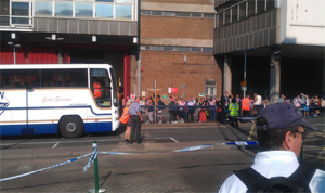 Croydon Guardian: Bus queue after mudslide near East Croydon station.