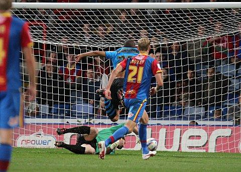 Stalemate: Dexter Blackstock scores past Palace keeper Julian Speroni to get the equaliser for Fores