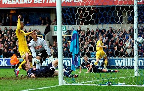 Last time we met..... Jermaine Easter scores the winner at the Den when Palace and Millwall last locked horns, on this occasion Easter's goal turned out to be the winner