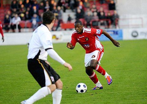 Croydon Guardian: Back in the game: Nathaniel Pinney, while on loan at Ebbsfleet from Crystal Palace      SP62670