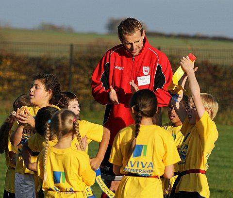 Smooth talker: Jon Mills chats to Oxfordshire school children at the launch of London Welsh's community programme this week  Picture: Martin John