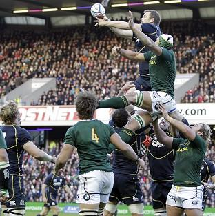 South Africa overcame Scotland thanks to two tries from Adrian Strauss