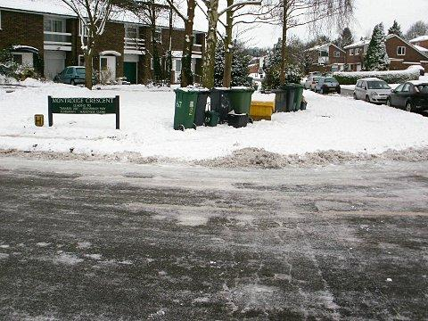 Croydon Guardian: Grit bin at the bottom of Montrouge Crescent.