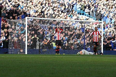 Croydon Guardian: Decisive: Bees are down-hearted after Oscar scores Chelsea's all-important second goal at Stamford Bridge    SP74039