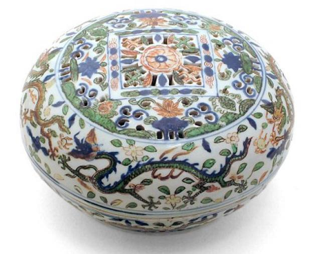 Croydon Guardian: A porcelain cake box from the Wanli period (1573 -1619) is set to go under the hammer