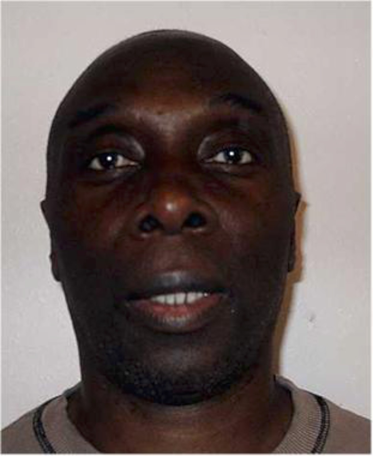 Police hunt armed robber who absconded from prison