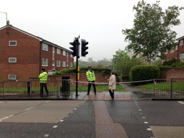 Croydon Guardian: The area has been cordoned off after a 52-year-old man was stabbed to death last night