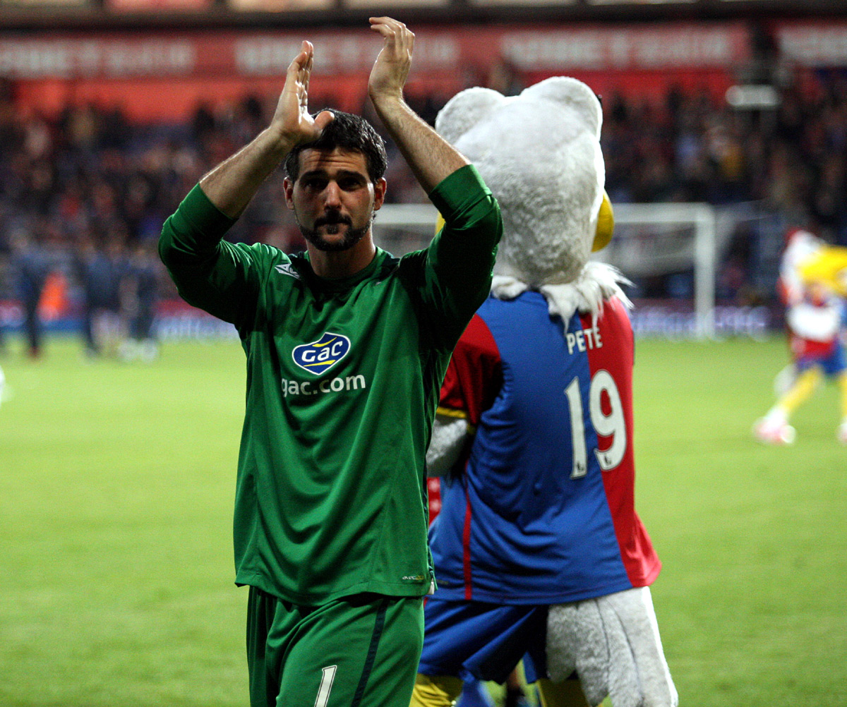 Croydon Guardian: Speroni claps the fans at the end of Monday night's thriller