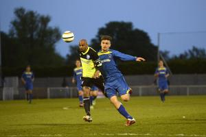 Football: Sutherland jumps Blues ship in favour of big Dulwich crowds